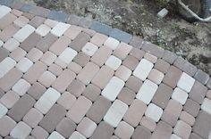 Тротуарная плитка для дорожек на даче: укладка своими руками и 80+ долговечных и оригинальных примеров оформления http://happymodern.ru/trotuarnaya-plitka-dlya-dorozhek-na-dache/ trotuarnaya_plitka_46