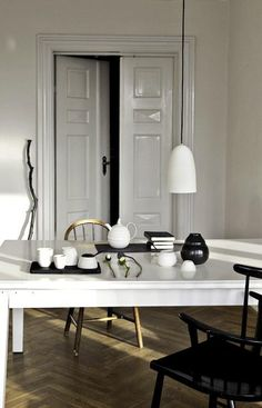 old house, new home design house design Dining Room Inspiration, Interior Inspiration, White Dining Chairs, Gold Chairs, Mismatched Chairs, Black Chairs, Deco Luminaire, Black And White Interior, Black White