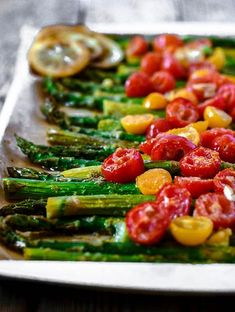 So yummy these Roasted Asparagus and Tomatoes, juicy ripe tomatoes roasted with crunchy and tender asparagus and garlic, makes the perfect side dish!