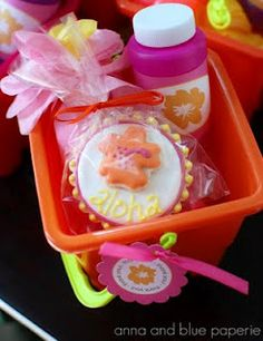 Luau favor bucket  http://annaandblue.blogspot.com/2011/08/aloha-summer-birthday-party-part-one.html