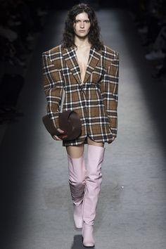 Jacquemus Fall 2016 Ready-to-Wear Fashion Show - Iana Godnia (Elite)