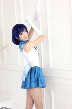 Character: Sailor Mercury (Ami Mizuno) / From: 'Pretty Soldier Sailor Moon' Manga & 'Sailor Moon' Anime Series / Cosplayer: Aza Miyuko
