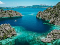 Coron Palawan - Discover our travel guide to visit this amazing island in the Philippines with travel tips including things to do, where to stay, how to get Coron Palawan Philippines, Palawan Island, Philippines Travel, Philippines Beaches, Fiji Islands, Machu Picchu, Solo Travel, Asia Travel, Mexico Travel