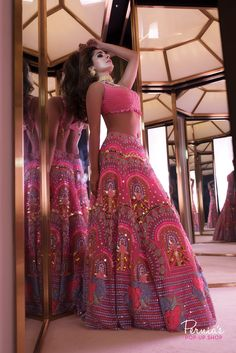 Glam Outfit Ideas for Indian Bridesmaids for every Ceremony Mehendi Outfits, Indian Bridal Outfits, Indian Bridal Lehenga, Indian Designer Outfits, Red Lehenga, Designer Dresses, Lehenga Choli, Anarkali, Sangeet Outfit