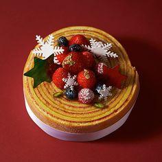 ザ・リッツ・カールトン大阪の2015年クリスマスケーキ - 美しい見た目と上品な味わいの写真4 Dude Food, A Food, Food And Drink, Cookie Desserts, Sweet Desserts, Dessert Recipes, Japanese Christmas Cake, Dessert Bread, Cake Shop