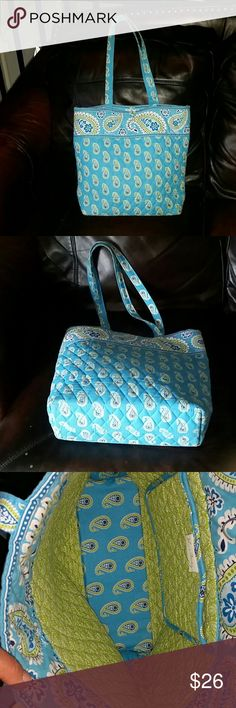 VERA BRADLEY (BAG) Very Good condition..Clean for inside and outside. Vera Bradley Bags Totes