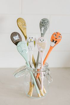 Learn how to make these adorable Woodland Creatures Spoon Puppets from your old wooden spoons, free pattern in post. Foam Crafts, Diy Crafts To Sell, Arts And Crafts, Craft Foam, Kid Crafts, Wooden Spoon Crafts, Wooden Spoons, Wooden Toys, Projects For Kids