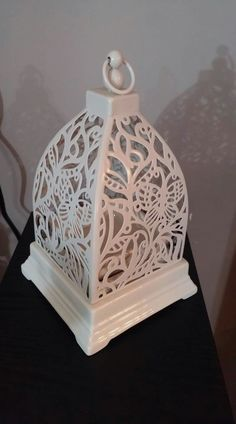 With beautiful etchings of butterflies in flight, this chic Scentsy Warmer will transform any space into an elegant oasis.