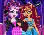 Em Monster High Freaky Fusion, descubra o que aconteceu com os ghouls quando eles viajavam no tempo. Nossas divas Monster High estão com um estilo diferente e misturado, Dracubecca e Cleolei. Junte-se a elas e crie um novo e fashion estilo. Divirta-se com Monster High!