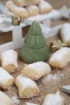 Schon einmal einen Traum mit süßem Nachgeschmack gehabt? Diese zarten #Traumstücke mit #Marzipan bescheren Dir und Deinen Liebsten die wohl leckersten Tagträume, die man sich vorstellen kann. #Annibackt #Weihnachtsbäckerei #Plätzchen Marzipan, Cakepops, Cupcakes, Cheese, Food, Cookie Box, Few Ingredients, Oven, Food Food