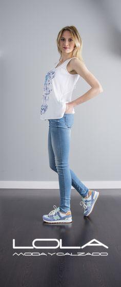Summer is comming.  Pincha este enlace para comprar tu camiseta en nuestra tienda on line:  http://lolamodaycalzado.es/primavera-verano/608-camiseta-de-tirantes-blanco-y-azul-salsa.html