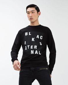 SUDADERA CERRADA Printed Sweatshirts, Mens Sweatshirts, Black And White Prints, Urban Chic, Cut Shirts, Graphic Tee Shirts, Tee Design, Shirt Designs, Mens Fashion