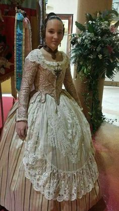 Trajes Historical Costume, Historical Clothing, Traditional Fashion, Traditional Outfits, Folk Fashion, Vintage Fashion, Old Dresses, Period Costumes, Folk Costume