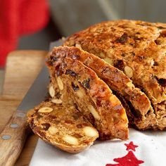 Juicy fruit breads - From dried fruits, nuts and spices, five small breads are baked, which you can give away as well as - Tasty Bread Recipe, Delicious Cake Recipes, Yummy Cakes, Bread Recipes, Baking Recipes, Fruit Bread, Juicy Fruit, Winter Food, Christmas Baking
