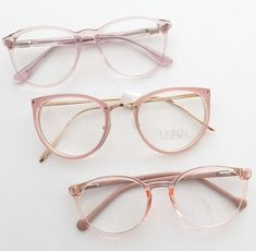 13 Armazones que combinarían con todos tus outfits 13 Frames that would match all your outfits Glasses Trends, Geek Glasses, Cool Glasses, Glasses Frames Trendy, Lunette Style, Accesorios Casual, Fashion Eye Glasses, Eyeglasses For Women, Mosaic Mirrors