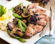 Ingredients 1 medium duck breast (about Salt and pepper to taste Instructions Take the duck breast out of the electric. Fun Easy Recipes, Healthy Recipes, Healthy Food, Valentine Recipes, Christmas Recipes, Cook At Home, Recipe For Mom, Daily Meals, Best Breakfast