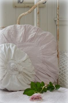 <3 Shabby Home, Shabby Cottage, Shabby Chic, Rose Cottage, My Dream Home, Country Decor, Pretty Little, Bean Bag Chair, Blankets