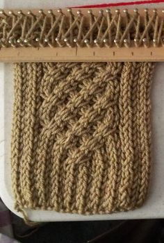 Esta bufanda les gusta mucho y es muy fácil y aunque en youtube esta un video de como hacerla, para el que es buen observador (como yo) ...