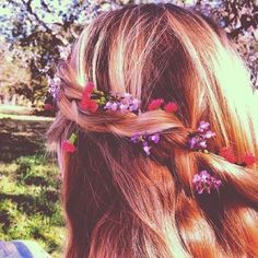 spring braid with flowers . heatless . - at night damp hair Optional (add wave / curl texture spray ) part hair in two braid . In the morning let the, go fix fly a ways with a comb and water . the twist or waterfall braid with your accessories / ribbon