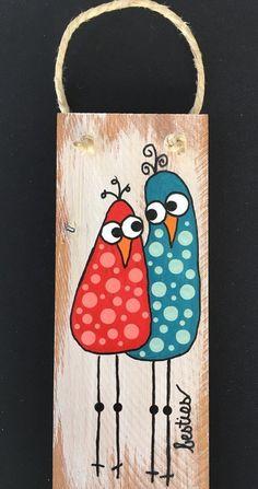 "Wunderliche ""BESTIES"" aus unserer ""Birds of a Feather"" -Kollektion. - Wunderliche ""BESTIES"" aus unserer ""Birds of a Feather"" -Kollektion. Fabric Painting, Painting On Wood, Rooster Painting, Pallet Painting, Art Fantaisiste, Art Diy, Pallet Art, Whimsical Art, Stone Art"