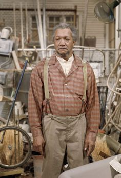 Redd Foxx as Fred G. Sanford in the TV series Sanford and Son. Lol, Haha Funny, Funny Stuff, Funny Humor, Hilarious Memes, Funny Things, Jokes, Old Tv Shows, Movies And Tv Shows