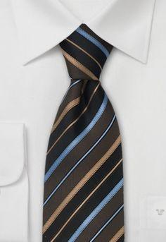 Corbata de caballero en tonos marrón y azul rayada. La tela de esta corbata es de un tejido de seda que posteriormente ha sido procesado manualmente. Gracias a la voluminosa entretela de la corbata desaparecen rápidamente las arrugas tras desanudarla. http://www.corbata.org/corbata-tonos-marr%F3n-azul-rayada-p-10868.html