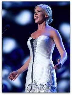 5 Best Pageant Songs for a Soprano to Sing (click to read)