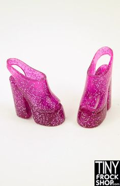 These are so groovy! Dance the night away in these amazing slingback platforms. Should fit all Barbies with rubber feet.