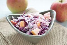Bunter Apfel-#Kraut-Salat ist ein gesundes #Rezept für eine deftige, kalte Beilage zu beispielsweise kaltem Braten oder Aufschnitt.
