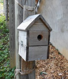 These simple bluebird houses have a rustic appeal and are made from recycled shipping pallets.