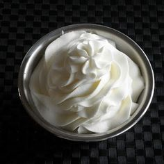 Stabilized Whipped Cream Frosting - ever wonder how bakeries use real whipped cream but it doesn't fall apart? This is how: * I just add 1 tablespoon instant pudding per 1 cup heavy cream and whip. It will hold forever~Per a pinner. Blogger's recipe cal.