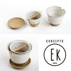 Línea hecha artesanalmente en #Grès, con arcilla natural! Taza con colador para té en hebras. El plato funciona como tapa para guardar temperatura.