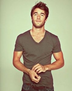 josh bowman. obsessed watch REVENGE on Thuesdays or ABC.com catch up on all episodes SEASON 3 starts SOON HURRY!!