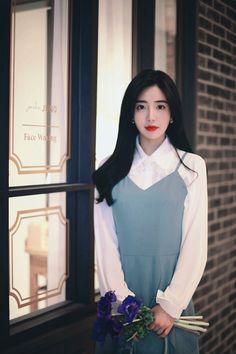 밀크코코아 감성화보 : 네이버 블로그 Korean Beauty Girls, Yoona, Fashion Outfits, Womens Fashion, Korean Fashion, High Neck Dress, Ruffle Blouse, Street Style, Park