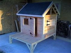 Cheap Home Furnishing with Recycled Pallets: Some people who have the pallets and know how to use them for making the reclaimed wood pallets furniture for the Old Pallets, Recycled Pallets, Wooden Pallets, Repurposed Wood, Recycled Wood, Repurposed Furniture, Diy Pallet Projects, Wood Projects, Pallet Ideas