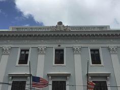 Departamento de Estado - 9/3/16 - 10:50 a.m. - Escudo de origen español sobre la estructura.