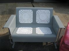 How To Refinish Your Own Metal Glider And Vintage Metal Patio Furniture. Just scored one of these puppies for free! Gotta get busy! Vintage Metal Glider, Vintage Metal Chairs, Vintage Outdoor Furniture, Metal Lawn Chairs, Metal Patio Furniture, Vintage Porch, Furniture Legs, Furniture Refinishing, Garden Furniture