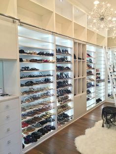 Swoon-Worthy Luxury Walk-in Closets Dressing Room Closet, Closet Bedroom, Closet Space, Home Decor Bedroom, Dream Closets, Dream Rooms, Dream Home Design, House Design, Mansion Homes