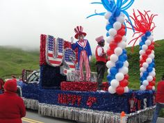 Discover the best of July or patriotic supplies for parade floats and school or team events on Parade Float Supplies Now. 4th Of July Parade, 4th Of July Celebration, Fourth Of July, Homecoming Floats, Homecoming Parade, Homecoming Decorations, 4th Of July Decorations, Parade Float Supplies, Boat Parade