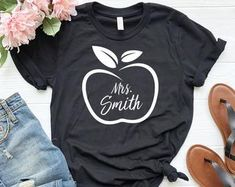 T shirt for teacher - Teacher Shirts - Ideas of Teacher Shirts - T shirt for teacher Teaching Shirts, Teaching Outfits, Teacher T Shirts, Teacher Clothes, Teacher Wardrobe, Teacher Style, Vinyl Shirts, School Shirts, Diy Shirt