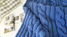 Duży, ciepły pled 160 x 200 z mega grubej włóczki 50% wełna 50% akryl wykonane ręcznie w Siedlisku na Wygonie na drutach. Idealny do otulania :) #pled #wełna #wełniany #niebieski #ciepły #narzuta #rękodzieło #manufaktura #nawygonie #drutach #druty #nadrutach #dziany #dziergany #robione #ręcznie #handmade #diy #blanket #knitting #knitted #blue #scandi #chunky #bulky #wool #madeinpoland