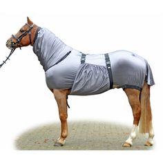 - ademend - duurzaam - beschermt het paard tegen vliegen en andere insecten - buikflap - staartflap - onderhoudsvriendelijk - 100% polyester - wasmachinebestendig tot 30 graden - mag in de droogtrommel