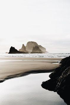 fall scenery Beautiful image of the Oregon Coast with the a gorgeous color tone Landscape Photography, Nature Photography, Travel Photography, Beach Photography, Photography Tips, Photography Tutorials, Deco Surf, Foto Poster, Oregon Coast