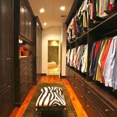 Closet for narrow space