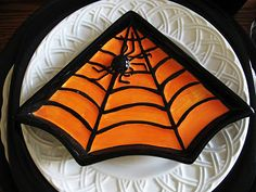 It would be easy to make cookies that look like this for table decor.