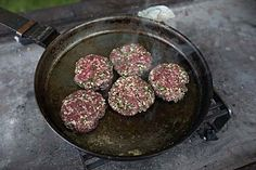 recipes english A Roman Burger made from a recipe © Photo: Dave Thompson / Route. A Roman Burger made from a recipe © Photo: Dave Thompson / Route OnePhotography / English Heritage Old Recipes, Vintage Recipes, Italian Recipes, Medieval Recipes, Ancient Recipes, Viking Recipes, Ancient Roman Food, Ancient Romans, Homemade Burgers