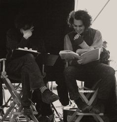 Johnny Depp as Sweeney Todd with his best pal Tim Burton (and once again he has Johnny Depp kill his wife in a film) Tim Burton Johnny Depp, Tim Burton Art, Tim Burton Films, Sweeney Todd, Streetwear, Johny Depp, Johnny Depp Movies, Fleet Street, Cinema