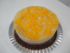 Tarta de crema, queso y frutas