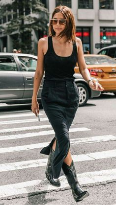 All black outfit / Street style fashion / fashion week week Cowboy Boot Outfits, Black Cowboy Boots, Mode Outfits, Fashion Outfits, Fashion Boots, Fashion Tips, Fashion Beauty, Botas Western, All Black Outfit