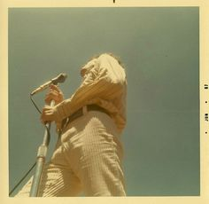 A Ship Of Fools : site francophone sur The Doors et Jim Morrison. Web site in French about The Doors and Jim Morrison. 70s Aesthetic, Aesthetic Pictures, Old Pictures, Old Photos, Vintage Photographs, Vintage Photos, The Doors Jim Morrison, Polaroid Photos, Polaroids
